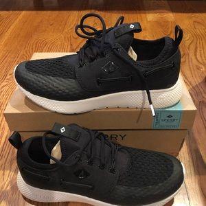 Sperry Womens black sneakers sz 8 M new